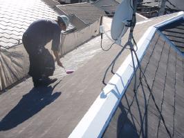千葉県我孫子市U様邸の外壁塗装と屋根塗装工程:下塗り(浸透性下地強化シーラー)1~2回塗り