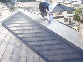 千葉県我孫子市U様邸の外壁塗装と屋根塗装工程:上塗り(ファインUVベスト)