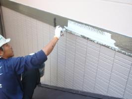 千葉県我孫子市U様邸の外壁塗装と屋根塗装工程:上塗り(2回塗)(弾性クリーンマイルドウレタン)