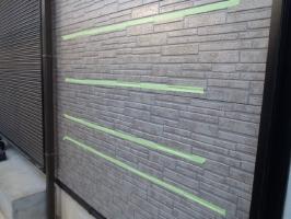 千葉県野田市K様邸の外壁塗装と屋根塗装工程:下塗り剤の密着テスト