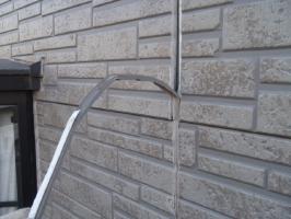 千葉県野田市K様邸の外壁塗装と屋根塗装工程:目地のコーキング剤の打ち替え(撤去)