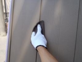 千葉県松戸市S様邸の外壁塗装と屋根塗装工程:下処理(不純物除去、密着向上)