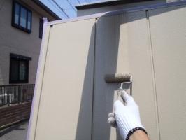 千葉県松戸市S様邸の外壁塗装と屋根塗装工程:上塗り2回目(ファインシリコンフレッシュ)