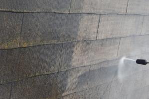 千葉県野田市K様邸の外壁塗装と屋根塗装工程:高圧洗浄