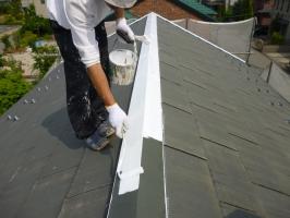 茨城県守谷市I様邸の外壁塗装と屋根塗装工程:板金部の下塗り