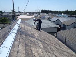 千葉県野田市K様邸の外壁塗装と屋根塗装工程:下塗り2回目(日本ペイント浸透造膜シーラー)