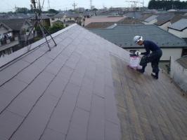 千葉県野田市K様邸の外壁塗装と屋根塗装工程:上塗り1回目(サーモアイSi)