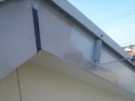 千葉県野田市K様邸の外壁塗装と屋根塗装工程:下塗り(ファインプライマーⅡ)