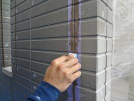 千葉県柏市N様邸の外壁塗装と屋根塗装工程:コーキングの打ち替え