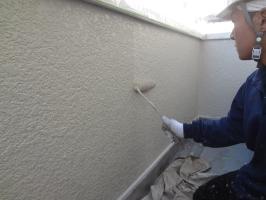 千葉県柏市N様邸の外壁塗装と屋根塗装工程:上塗り2回目(弾性クリーンマイルドウレタン)