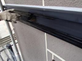 茨城県取手市K様邸の外壁塗装と屋根塗装工程:上塗り1回目(ファインシリコンフレッシュ)