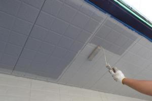 千葉県成田市M様邸の外壁塗装と屋根塗装工程:上塗り1回目(ケンエースGⅡ)
