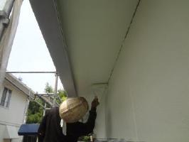 茨城県取手市O様邸の外壁塗装と屋根塗装工程:上塗り1回目(ケンエースGⅡ)