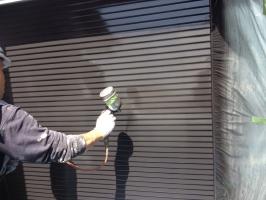 千葉県柏市M様邸の外壁塗装と屋根塗装工程:上塗り2回目(クリーンマイルドシリコン)