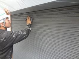 千葉県我孫子市H様邸の外壁塗装と屋根塗装工程:下塗り(防錆プライマー)