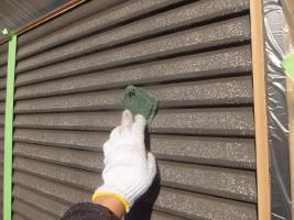 千葉県船橋市U様邸の外壁塗装と屋根塗装工程:下処理(不純物除去、密着向上)