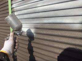 千葉県船橋市U様邸の外壁塗装と屋根塗装工程:下塗り(防錆プライマー)