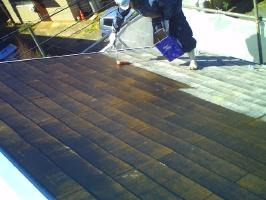 千葉県柏市M様邸の外壁塗装と屋根塗装工程:下塗り(ベスト強化シーラー)1~2回塗り