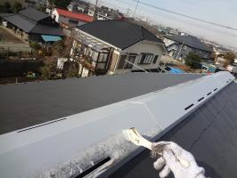 千葉県柏市O様邸の外壁塗装と屋根塗装工程:板金部の下塗り