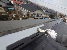 千葉県柏市O様邸の外壁塗装と屋根塗装工程:上塗り1回目(クールタイトSi)