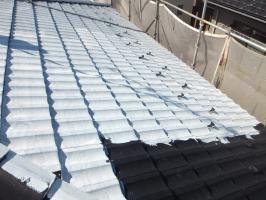 茨城県つくばみらい市の屋根塗装工程の下塗り(サーモアイシーラー)