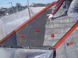 千葉県柏市O様邸の外壁塗装と屋根塗装工程:下塗り1~2回塗り(浸透性下地強化シーラー)