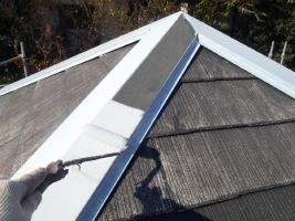 千葉県松戸市の屋根塗装工程の板金部下塗り(防錆プライマー)