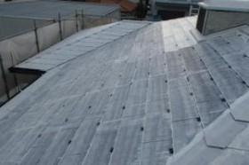 千葉県成田市M様邸の外壁塗装と屋根塗装工程:縁切り材の挿入(タスペーサー)
