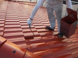 茨城県つくばみらい市の屋根塗装工程の上塗り2回目(サーモアイSi)