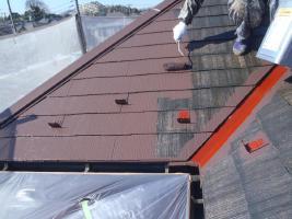 千葉県柏市O様邸の外壁塗装と屋根塗装工程:上塗り1回目(ファインシリコンベスト)