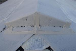 千葉県成田市M様邸の外壁塗装と屋根塗装工程:棟包みのコーキング