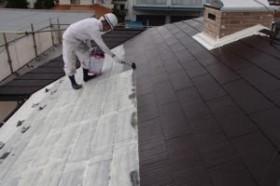 千葉県成田市M様邸の外壁塗装と屋根塗装工程:上塗り2回目(サーモアイSi)