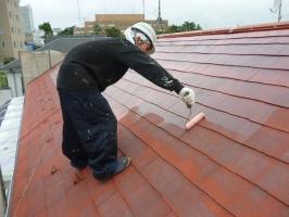 千葉県柏市の屋根塗装工程の下塗り1回目(日本ペイント浸透造膜シーラー)