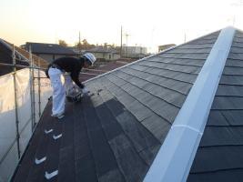 千葉県松戸市の屋根塗装工程の下塗り1~2回塗り(浸透性下地強化シーラー)