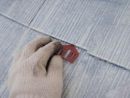 茨城県取手市T様邸の外壁塗装と屋根塗装工程:縁切り材の挿入(タスペーサー)