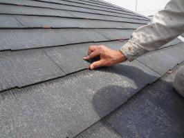 千葉県松戸市S様邸の外壁塗装と屋根塗装工程:縁切り材の挿入(タスペーサー)