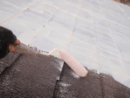 茨城県取手市T様邸の外壁塗装と屋根塗装工程:下塗り1回目(下塗り(サーモアイシーラー)