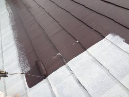 千葉県松戸市S様邸の外壁塗装と屋根塗装工程:上塗り1回目(サーモアイSi)
